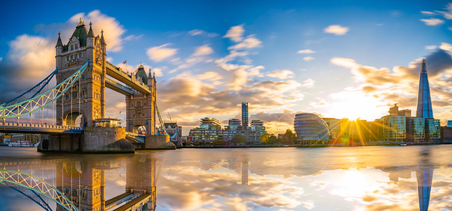 Peer-to-peer advisory in Bankside, London, England, Great Britain
